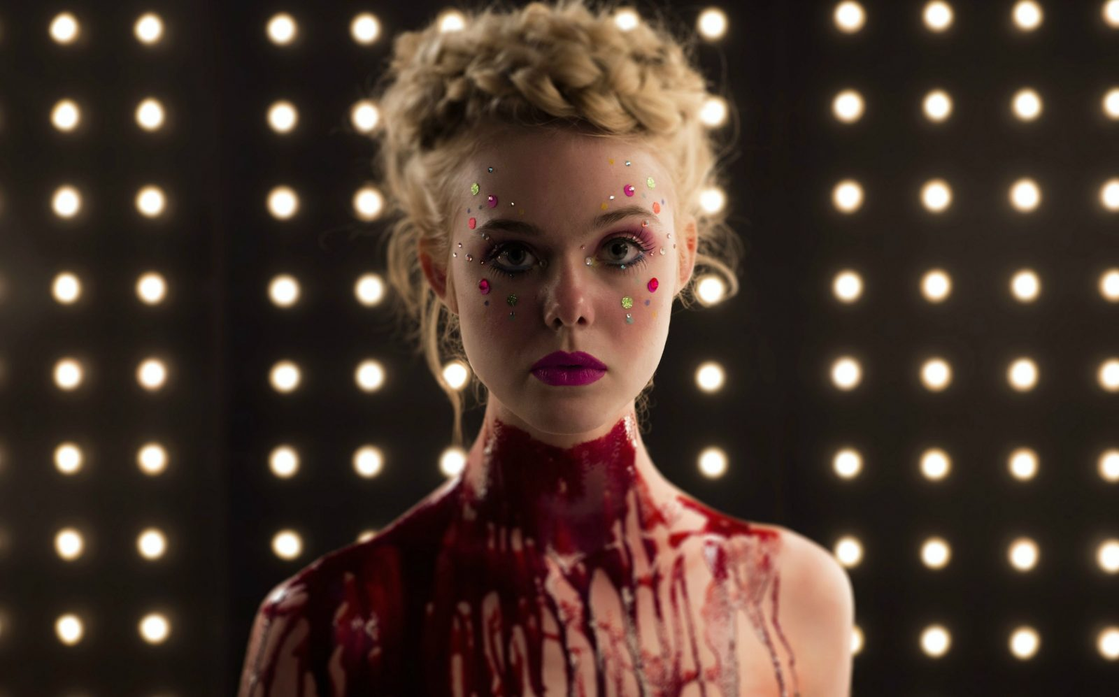 the-neon-demon-s-bloody-glamour-didn-t-please-critics-at-cannes-the-neon-demon-amaz-983999